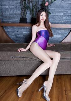 紫色(se)內(na)衣美女Zoey絲襪美臀誘人圖