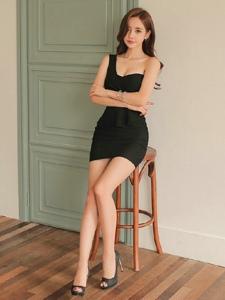 美腿(tui)美女Emma旗袍制服高跟絲襪美圖
