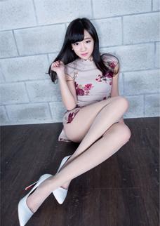 旗袍美女Celia修長美腿(tui)絲襪寫真